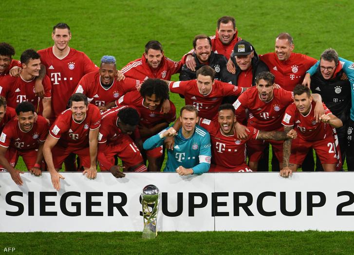 Bayern München ünnepli győzelmét Münchenben a Borussia Dortmund elleni mérkőzés után