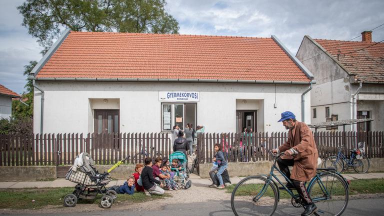 Miért költözik egy budapesti orvos a romák közé gyógyítani?
