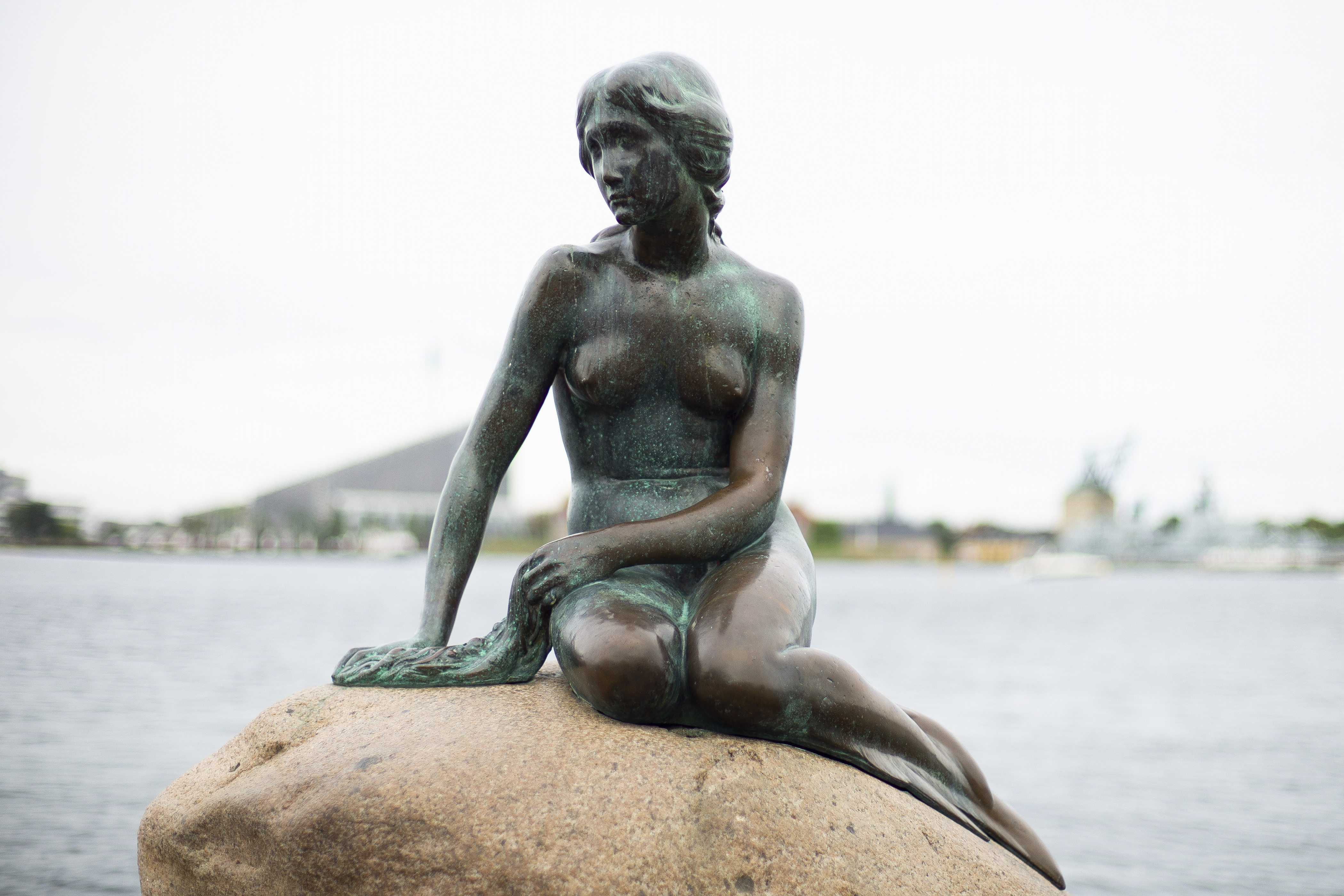 Melyik város jelképe a kis hableány szobra?
