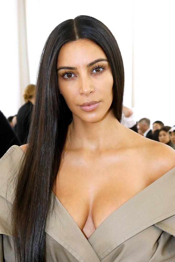 Kim Kardashian ugyan nem a kifutón élt át kellemetlen perceket, de nem kérdés, hogy 2016 októbere sorsfordító volt számára