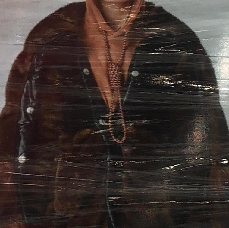 2019-ben a Burberry kezére is rácsapott a divatszakma, miután az őszi kollekciójukban megjelent a képen látható ruhadarab, aminek egy hurok is része volt