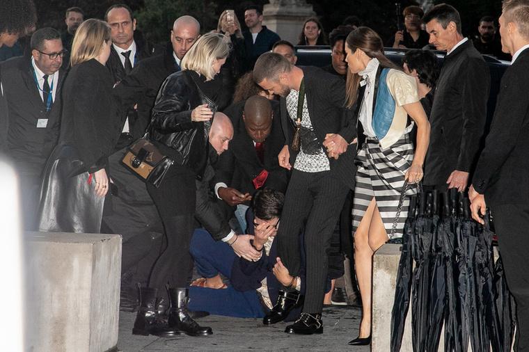 Ugyancsak tavaly esett meg, hogy Justin Timberlake Vitalii Sediuk idézőjeles áldozata lett a párizsi divathéten