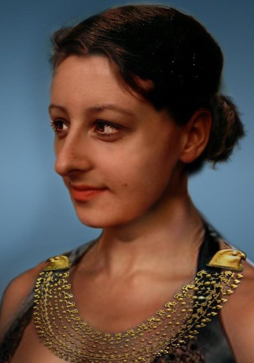 Íme: Kleopátra valóban bájos teremtés lehetett. A korabeli ábrázolásokra, szobrokra, pénzérmefejekre bátran alapozhattak az egyiptológusok, hiszen valószínűleg óriási bűn lett volna a fáraót csúnyábbnak ábrázolni, mint amilyen volt. A képről bővebben régebbi cikkünkben írtunk.