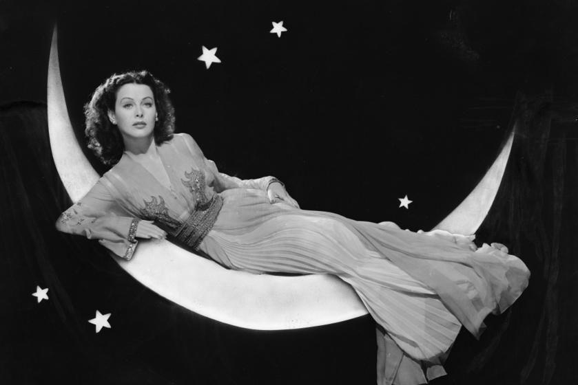 Egy igazi zseni, akit sokáig csak filmes orgazmusáról ismertek: Hedy Lamarrnak köszönhetjük a bluetootht is