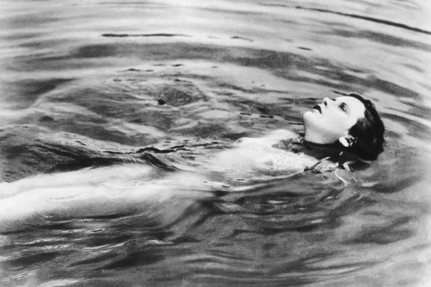 Jelenet az Extázis című filmből, ahol nemcsak a filmtörténelem első orgazmusát színlelte, hanem meztelen is volt.