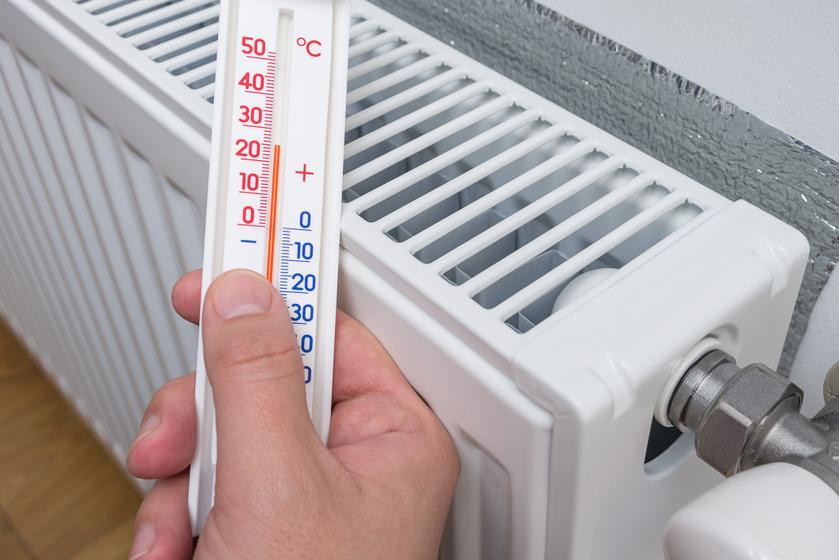 Tedd a radiátor mögé, és megsokszorozza a melegét: hogyan spórolhatsz a fűtésszezonban?