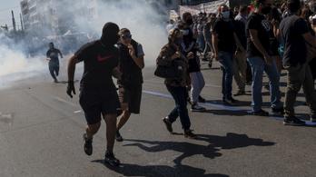Könnygázzal oszlatták a görög rendőrök a tüntetőket