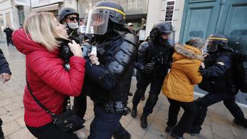 AI: önkényesen tartóztattak le tüntetőket Franciaországban