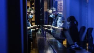Durvul a járvány Párizsban, vasárnap dönt a kormány a további szigorításokról