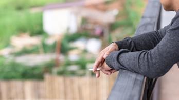 Litvániában betiltják a dohányzást a társasházi erkélyeken