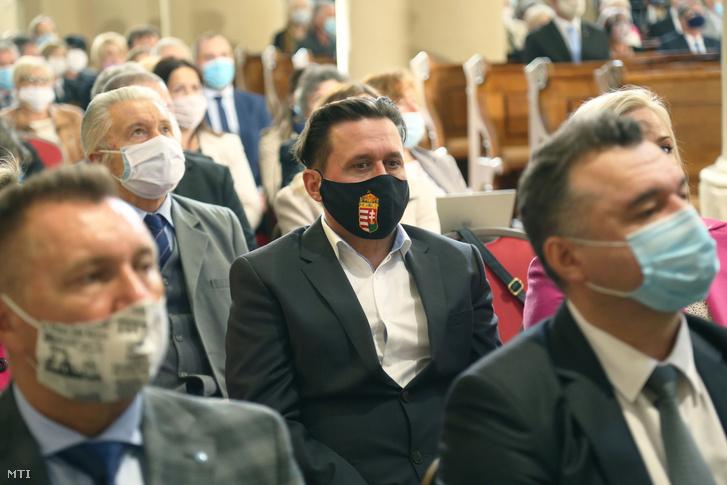 Résztvevők a soproni Szent Mihály-templom újraszentelésén 2020. október 1-én