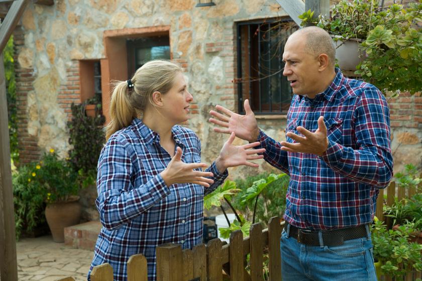 Ha a szomszéd megkeseríti az ember életét: mit lehet tenni az ügyvéd szerint a vitás helyzetekben?