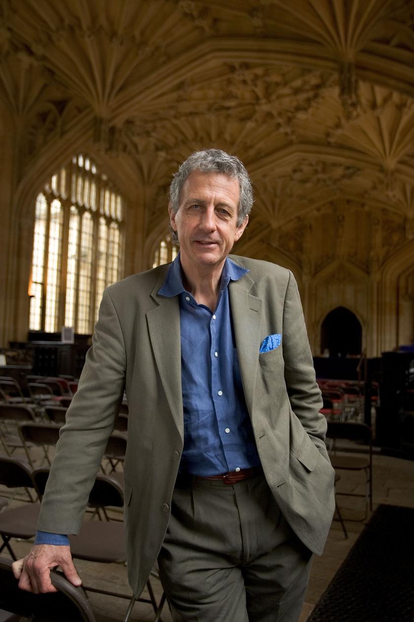 Robert Lacey, a botránykönyv szerzője.