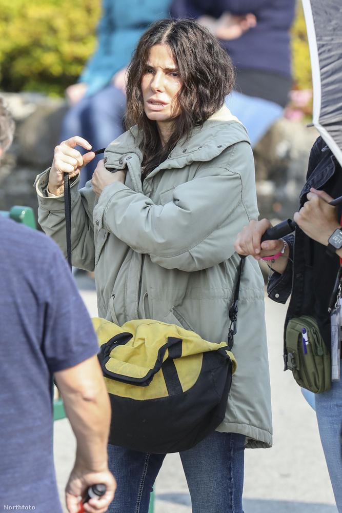 Sandra Bullock éppen Vancouverben forgat egy filmet a Netflixnek, a munka helyszínére pár kép erejéig mi is benézhetünk