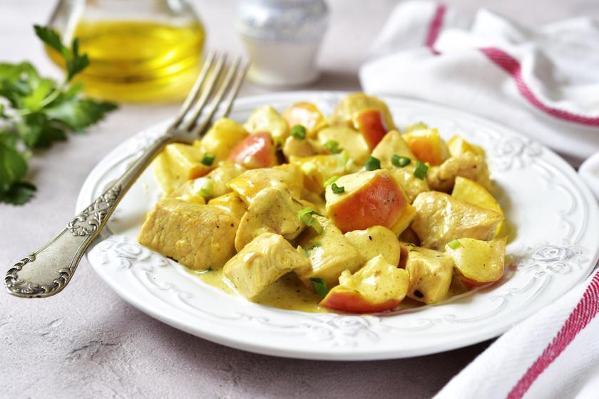 Fűszeres almás csirkeragu: a hús omlós és jó szaftos