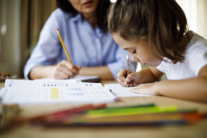 3 tipp, hogyan tedd könnyebbé az otthon tanulást a gyerekkel - A jegyein is meglátszik majd