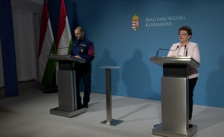 Müller Cecília és Kiss Róbert a sajtótájékoztatón