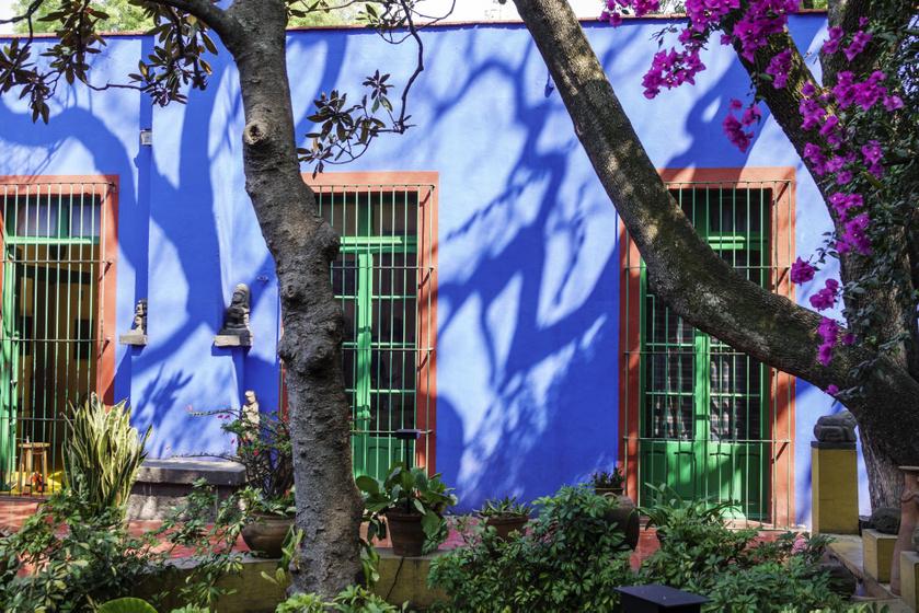 Mutatjuk Frida Kahlo egykori otthonát: a gyönyörű Kék Ház már virtuálisan is bejárható