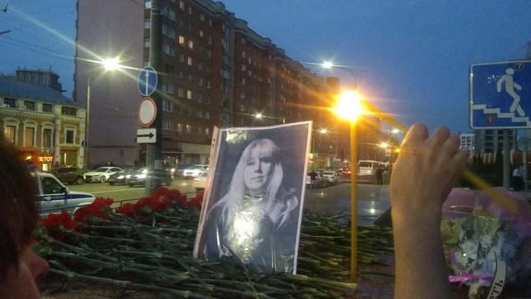 Nyilvánosan felgyújtotta magát és szörnyethalt egy orosz újságírónő