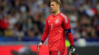 Csaknem egy év után újra a német válogatottban Manuel Neuer