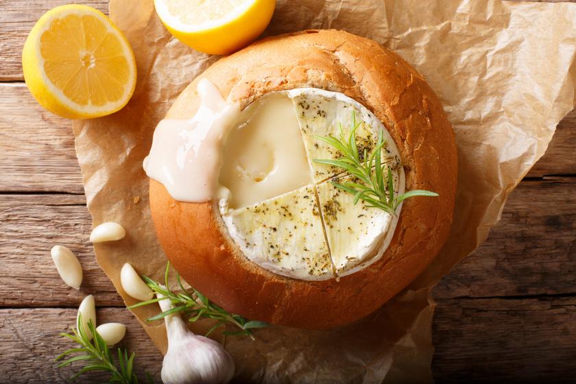 Camembert cipóban sütve: isteni forró vacsora hideg napokra