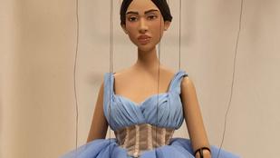 Bábu vagy: a divatvilág kritikájaként is értelmezhető a Moschino marionettes divatbemutatója