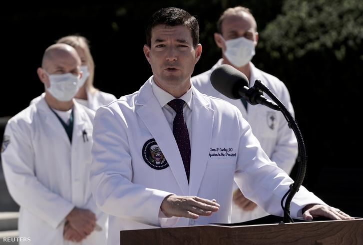 Dr. Sean Conley a szombati sajtótájékoztatón