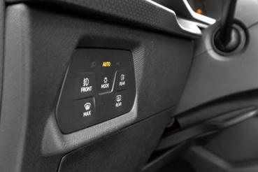 Erre a béna érintő-izére cserélték a tekerős lámpakapcsolót. Még a VW ID.3-ban csak-csak elmegy, de itt...