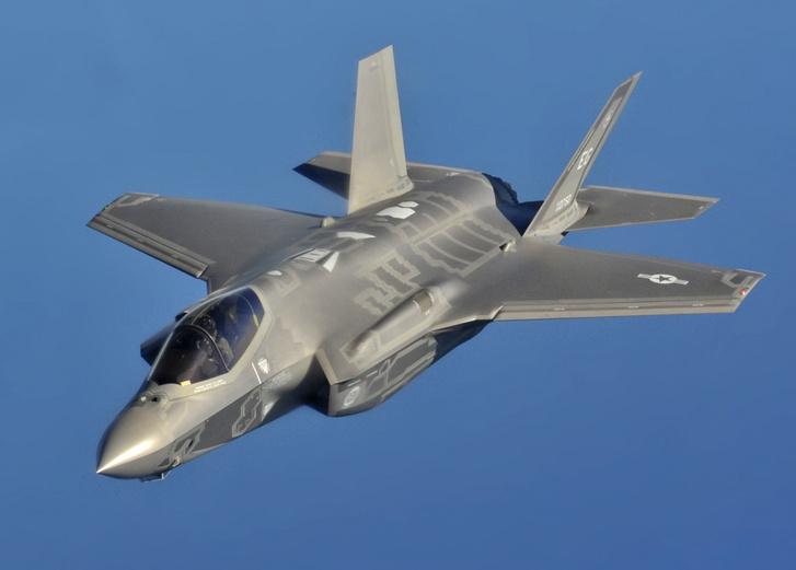 A F-35A, azaz a hagyományos, szárazföldi üzemeltetésű változat