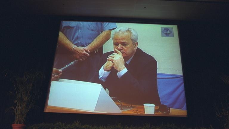 Amikor a mészárost elsöpörték a kotrógépek: ma 20 éve bukott meg Milošević