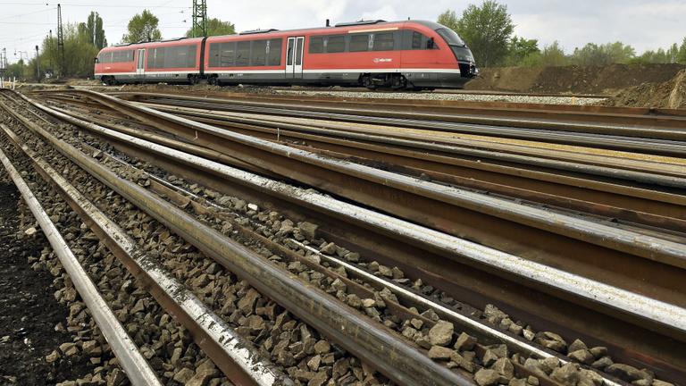 Jövő nyárig elkészülhet a Budapest-Varsó gyorsvasút megvalósíthatósági tanulmánya
