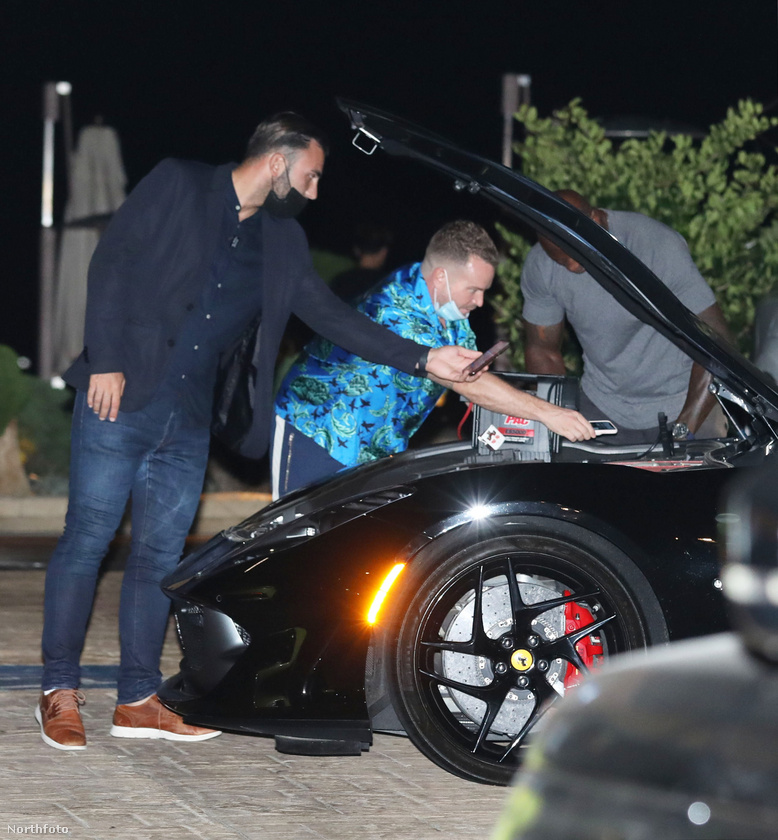 A Kardashian-klán tagjai az időnként jelentkező kellemetlenségek ellenére nagyon szeretik az ilyen sportos luxusautókat, itt emlékeztünk meg arról, Caitlyn Jenner hogyan birkózik meg a sajátjával