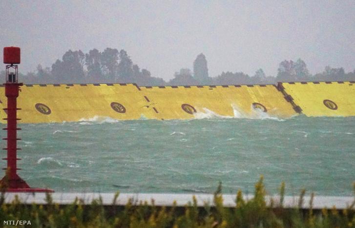 2020. október 3-án, első alkalommal láthatók működés közben a Velence tengeri bejáratainál épített Mose (Mózes) zsiliprendszer 30 méter magas, 20 méter széles és 5 méter vastag, 300 tonnás acélkapui