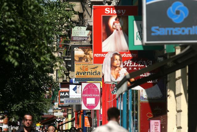 A reklámok mögött a Nagykörút lenne látható