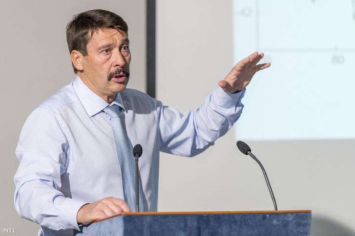 Áder János köztársasági elnök elõadást tart a klímaváltozásról Győrben 2019. december 7-én