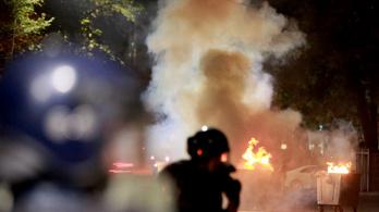 Legkevesebb százan megsérültek, amikor összecsaptak a tüntetők a rendőrökkel a kirgiz fővárosban