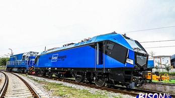Villany-hibrid mozdonyok érkeznek Magyarországra