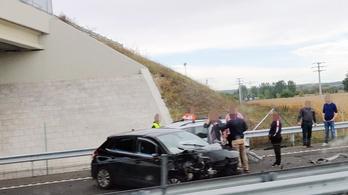 Baleset miatt áll a forgalom az M4-es autópályán