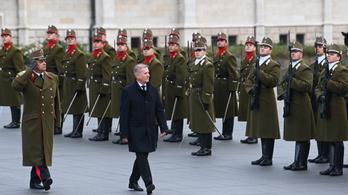 Az aradi hősök előtt tisztelgett a honvédelmi miniszter