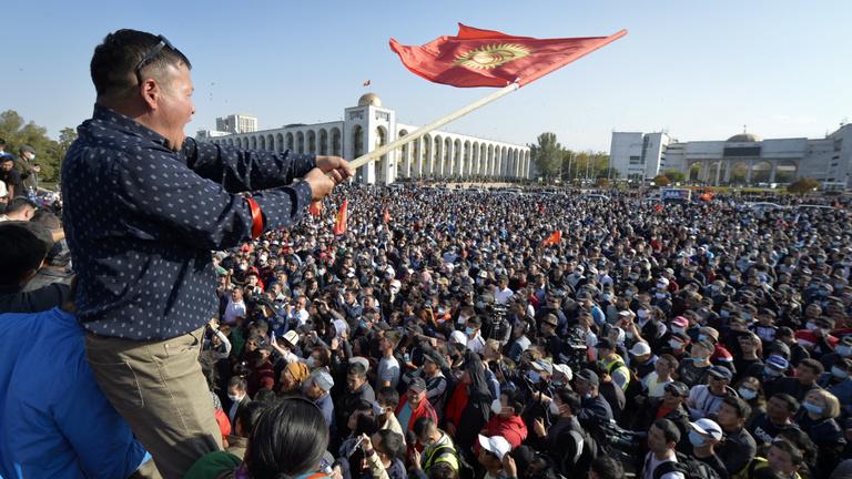 Puccskísérletről beszél a kirgiz elnök
