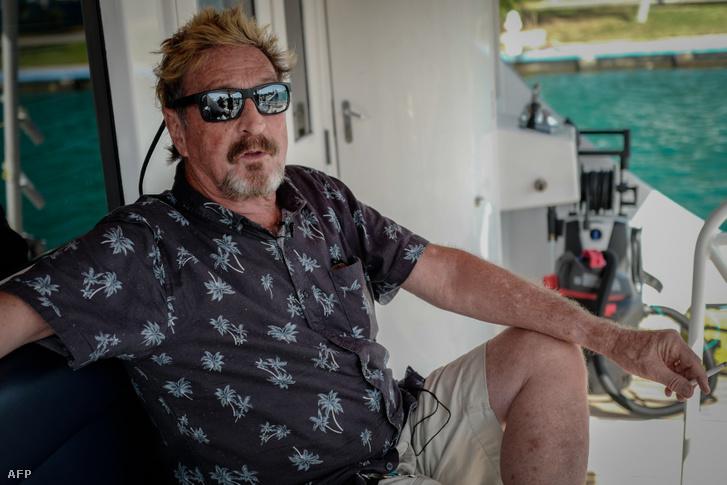 John McAfee a jachtján 2019-ben Havannában