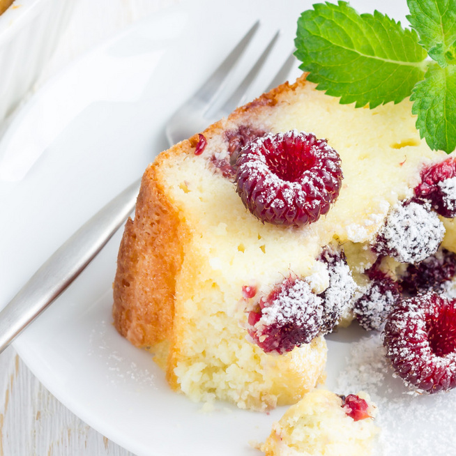 Puha, kevert grízes sütemény gyümölccsel gazdagítva – Túrótól lesz omlós a tésztája