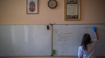 Ötből két tanár ötvenen felüli
