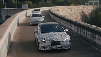 Sok spórolás és sok villanyautó jön a Mercedesnél
