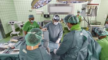 Egyhangúlag megszavazta a parlament az orvosok béremelését