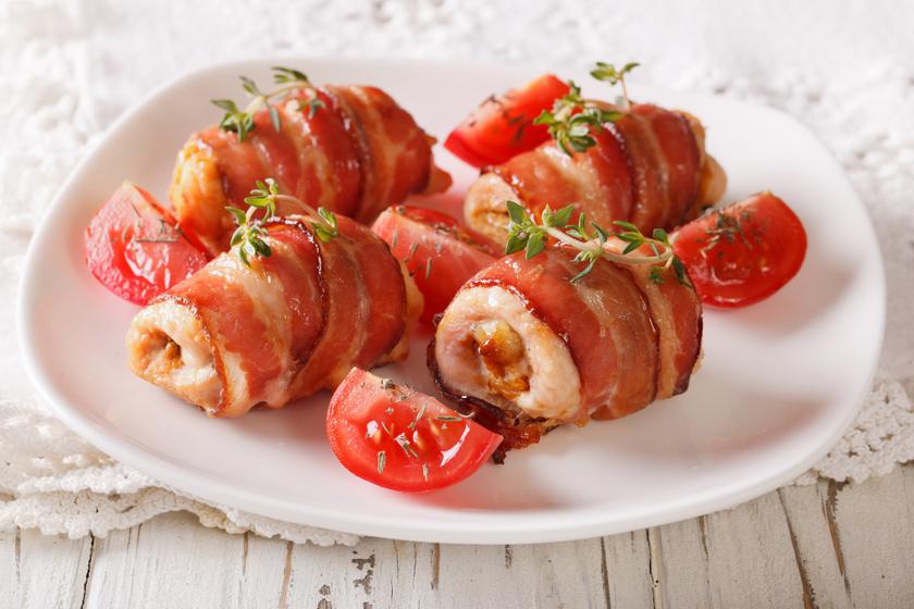 Csirkemell sajttal töltve, baconbe tekerve: így lesz igazán omlós és szaftos