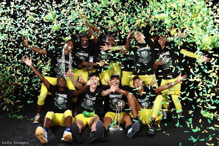 A Seattle Storm csapata ünnepli bajnoki címét