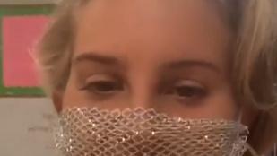 Az internet szétszedte Lana Del Rey-t, miután lukacsos maszkban találkozott a rajongóival