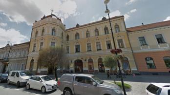 Megszabadulhat a román zászlótól Sepsiszentgyörgy polgármesteri hivatala