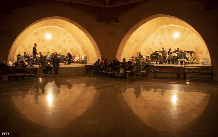 Sztyepanakert 2020. október 7. Föld alatti bunkerbe menekültek az azerbajdzsáni rakéta- és bombatámadások idején a vitatott hovatartozású Hegyi-Karabah fővárosában.